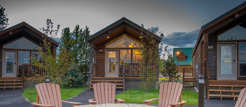 Yellowstone vacations delaware north for Yellowstone hotel and cabins
